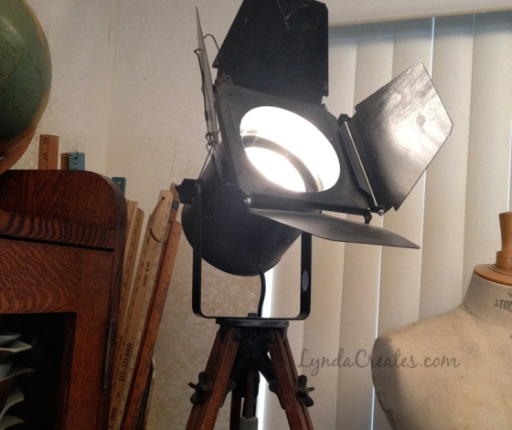 Tripod_Industrial_Lamp_Featured